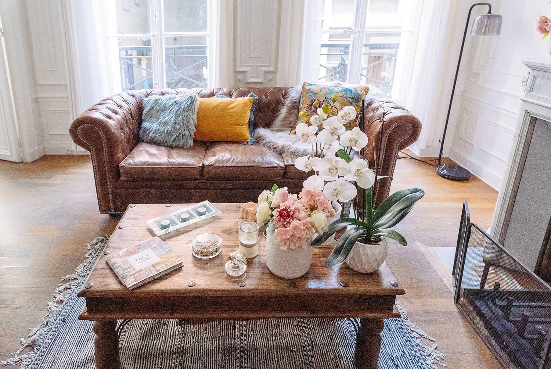 gloria villa paris boudoir photography  studio in the middle of le Marais with chesterfield sofa