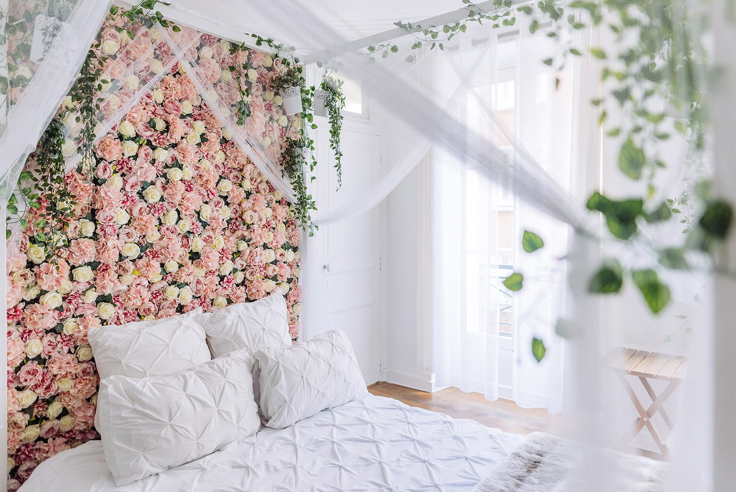 gloria villa paris boudoir photography studio in the middle of le Marais with flower wall bed and 4 poster bed